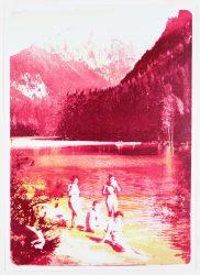 Badende an einem blutoren See