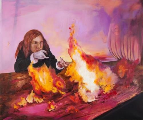 Frau mit Handschuh schießt ohne Waffe ins Feuer auf dem Tisch Tischfeuer weißer Handschuh